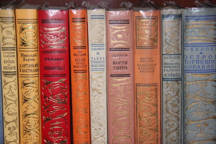 Фото приколы с книгой чака паланика передней